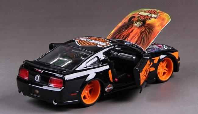 โมเดลรถ รถเหล็ก โมเดลรถเหล็ก โมเดลรถยนต์ Ford 2006 Mustang 5