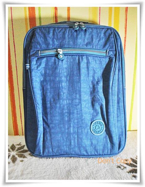 กระเป๋าถือ Notebook kipling สีโทนฟ้า Deep blue sea