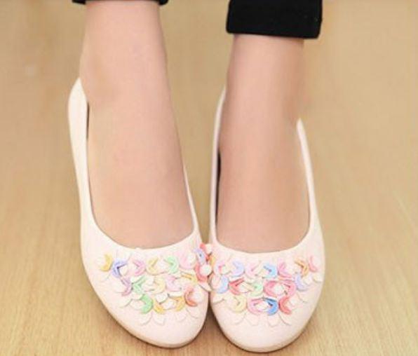 รองเท้าหุ้มส้นผู้หญิง รองเท้าผู้หญิง ส้นแบน หนัง pu ตกแต่งดอกไม้ เพิ่มสีสัน ที่หน้าเท้า รองเท้าหุ้มส้นใส่สบาย สีเบจ ครีม 52486