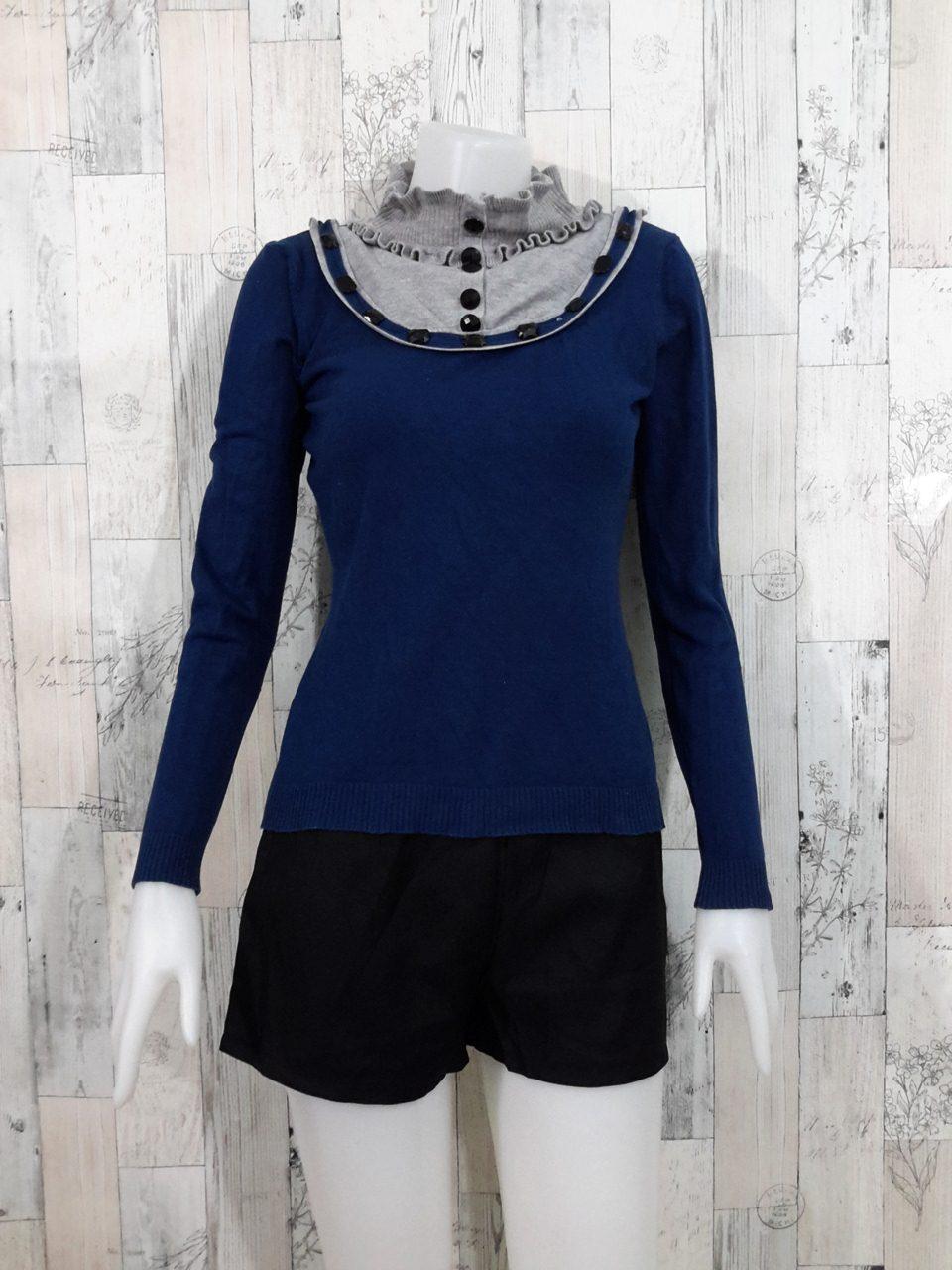**สินค้าหมด Blouse3522 2nd hand clothes เสื้อไหมพรมเนื้อแน่น(เนื้อหนาปานกลาง) แขนยาว สีพื้นกรม แต่งคอระบายสีเทา
