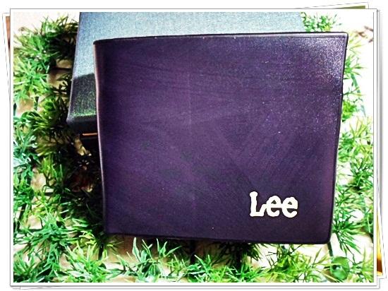 กระเป๋าสตางค์ Lee สีดำลายไม้ กระเป๋าสตางค์ผู้ชาย แบบเรียบ หรู ด้านในใส่บัตร ได้เยอะ มีช่องซิป ด้านใน กระเป๋าสตางค์หนังแท้ no le102