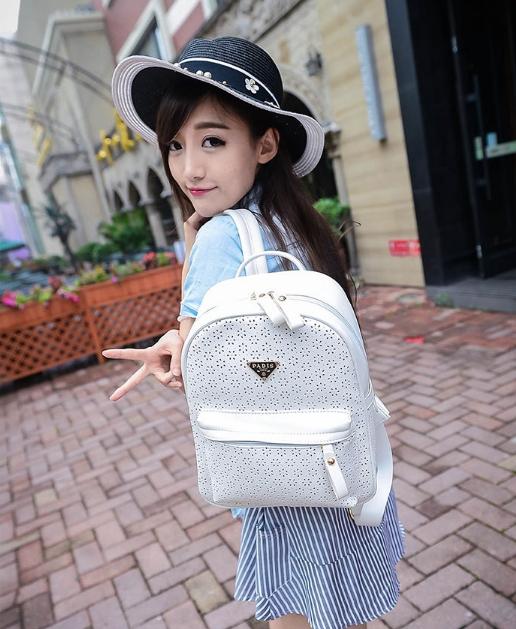[ Pre-Order ] - กระเป๋าเป้แฟชั่น สไตล์เกาหลี สีขาวสะอาด ให้ลุคคุณหนู ฉลุลายดอกไม้ทั้งใบ ดีไซน์สวยหรู สาวหวานห้ามพลาด