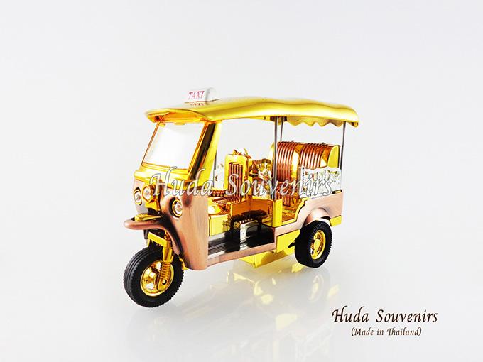 ของที่ระลึก รถตุ๊กตุ๊กจำลอง สีทอง ไซส์กลาง (M) สินค้าบรรจุในกล่องมาให้เรียบร้อย สินค้าพร้อมส่ง