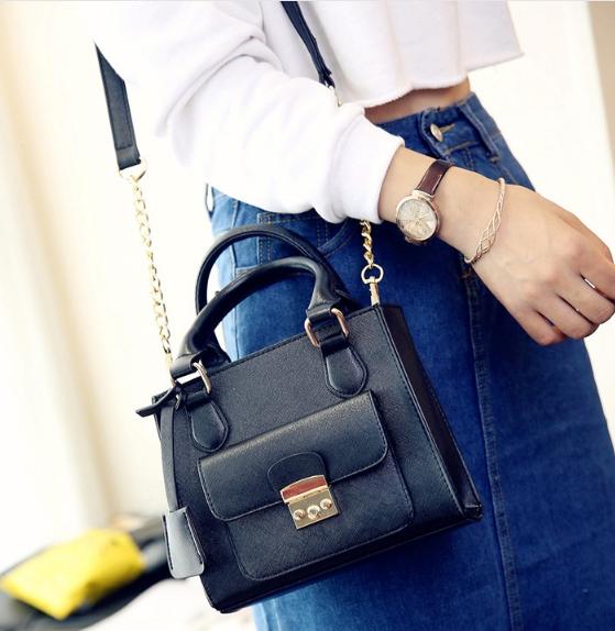 [ ลดราคา ] - กระเป๋าแฟชั่น สะพายไหล่ สีดำคลาสสิค ไซส์ MINI กระทัดรัด ดีไซน์สวยเรียบหรู งานหนังคุณภาพ เหมาะสำหรับสาวๆ