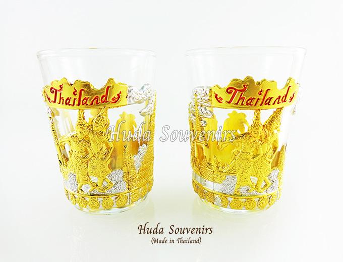 ของที่ระลึกไทย แก้วเป๊กคู่ ลวดลายเอกลักษณ์ไทย สีเงินทอง ปั้มลายเนื้อนูน สินค้าบรรจุในกล่องมให้เรียบร้อย สินค้าพร้อมส่ง