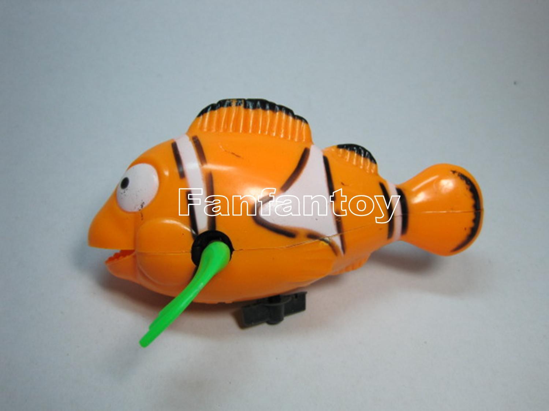 ปลาการ์ตูนว่ายน้ำ ไขลาน สีเหลือง
