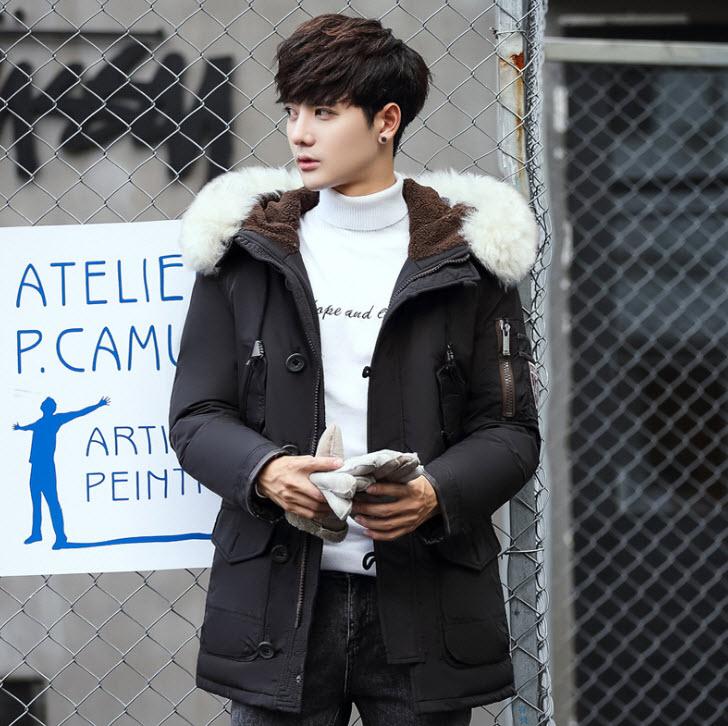 พร้อมส่ง เสื้อโค้ทขนเป็ดผู้ชาย สีดำ มีฮุดแต่งด้วยเฟอร์สีขาว เสื้อโค้ทยาว ใส่กันหนาว ใส่กันหนาวได้ดีมาก ใส่ลุยหิมะ