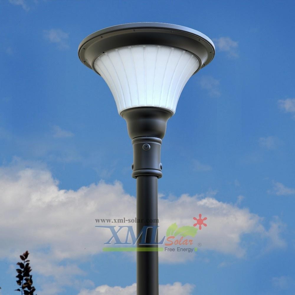 โคมไฟหัวเสาโซล่าเซลล์ 1,000 lumens (แสง ขาว)