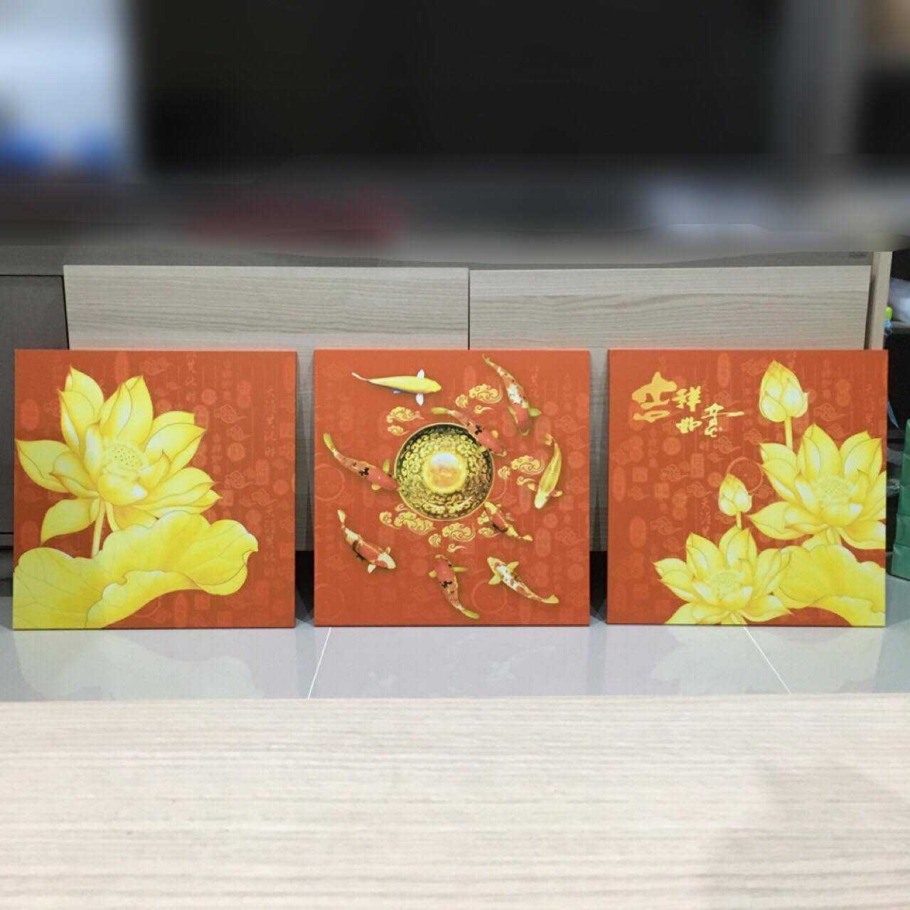ภาพชุดปลาคาร์ฟ พื้นส้ม ว่ายวนลูกแก้วเงินทอง arthome32