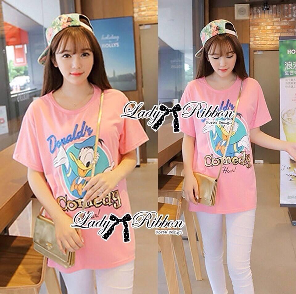 ( พร้อมส่งเสื้อผ้าเกาหลี) เสื้อยืดพิมพ์ลายเป็ด Disney Donald Duck ตัวนี้เหมาะกับสาวขี้เล่น ชอบความสนุก รักกางแต่งตัว เสื้อผ้าเนื้อดีพิมพ์ลายเป็ดโดนัลด์ดั๊ค น่ารักมากๆค่ะ ช่วงลายตรงคำพูดปักเลื่อมแบบประณีตมากๆ ช่วยเพิ่มลูกเล่นให้ดูไม่น่าเบื่อ