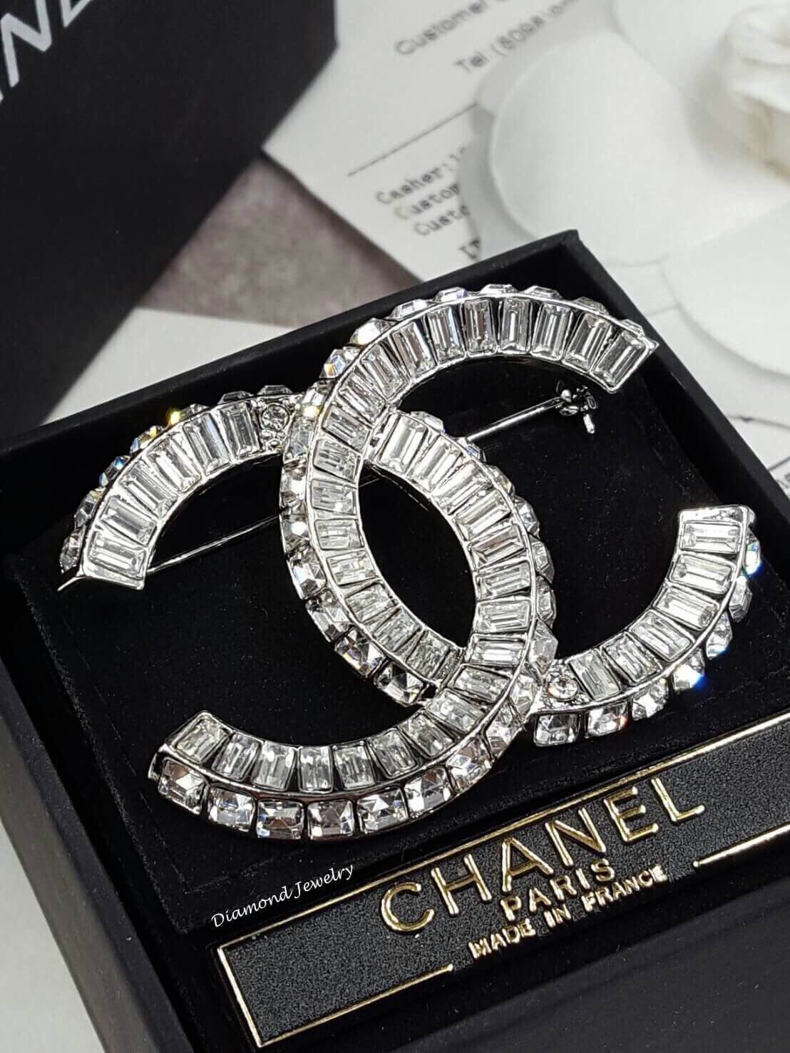 พร้อมส่ง Chanel Brooch งานซุปเปอร์ไฮเอนรุ่นนี้เพชรสวยเว่อร์ๆ