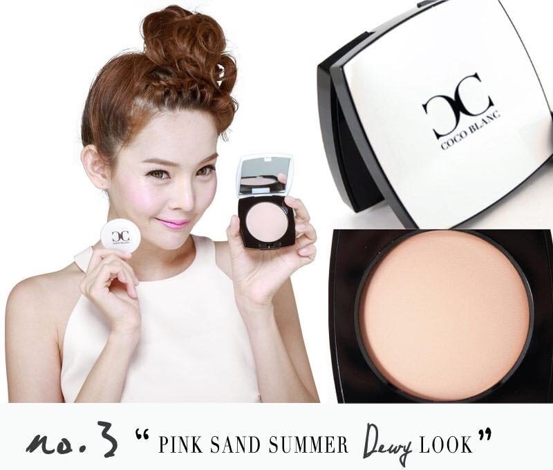 Coco Blanc Aura CC Pressed Powder 13.5g # No.3 Pink Sand Summer เนื้อแป้งจะออกขาวอมชมพู (Rose) ดูหน้าขาวใส อมชมพู ดูมีเลือดฝาดนิดๆ เหมาะกับทุกสีผิว