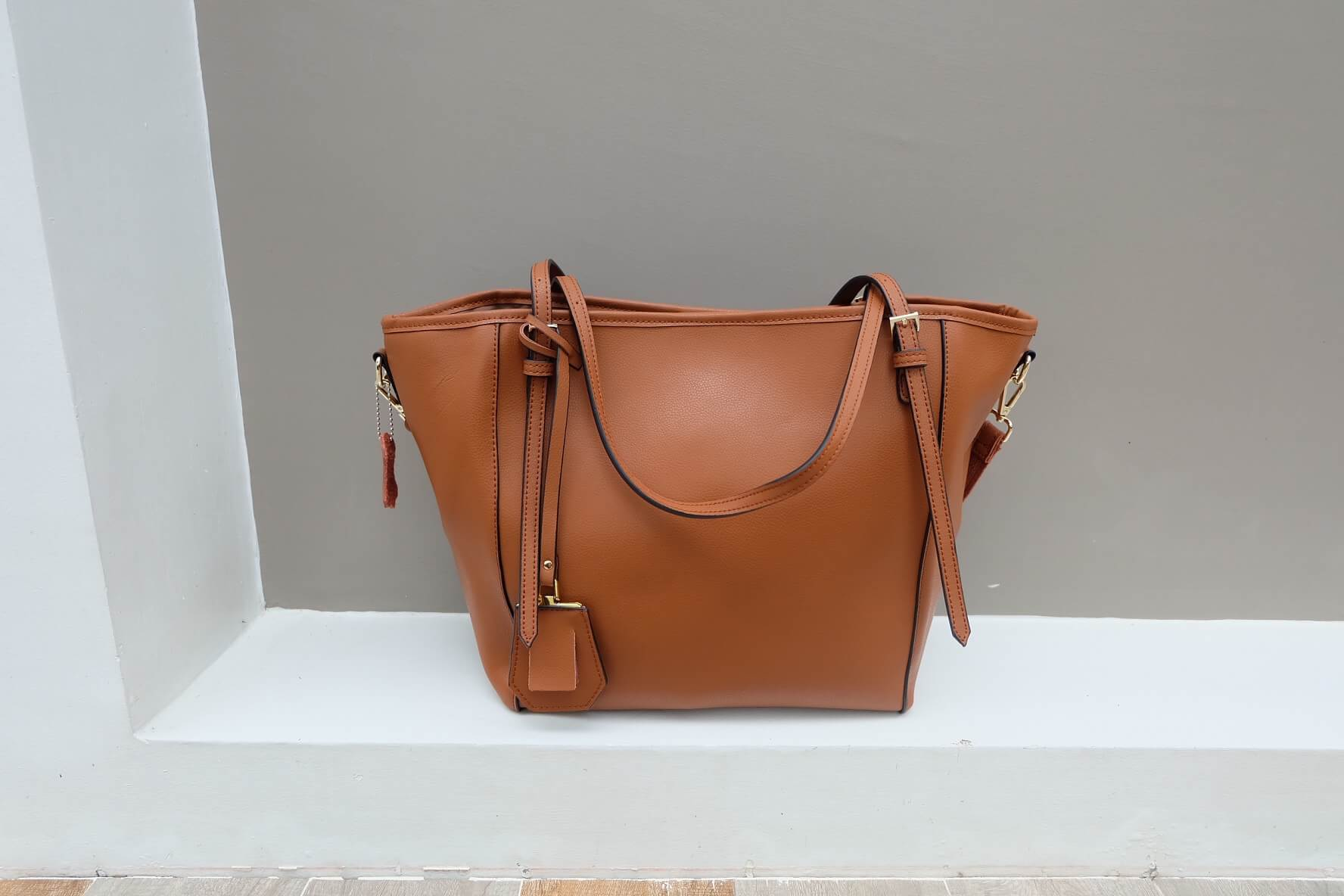 กระเป๋า Amory Leather Everyday Tote Bag สีน้ำตาล กระเป๋าหนังแท้ทั้งใบ 100%