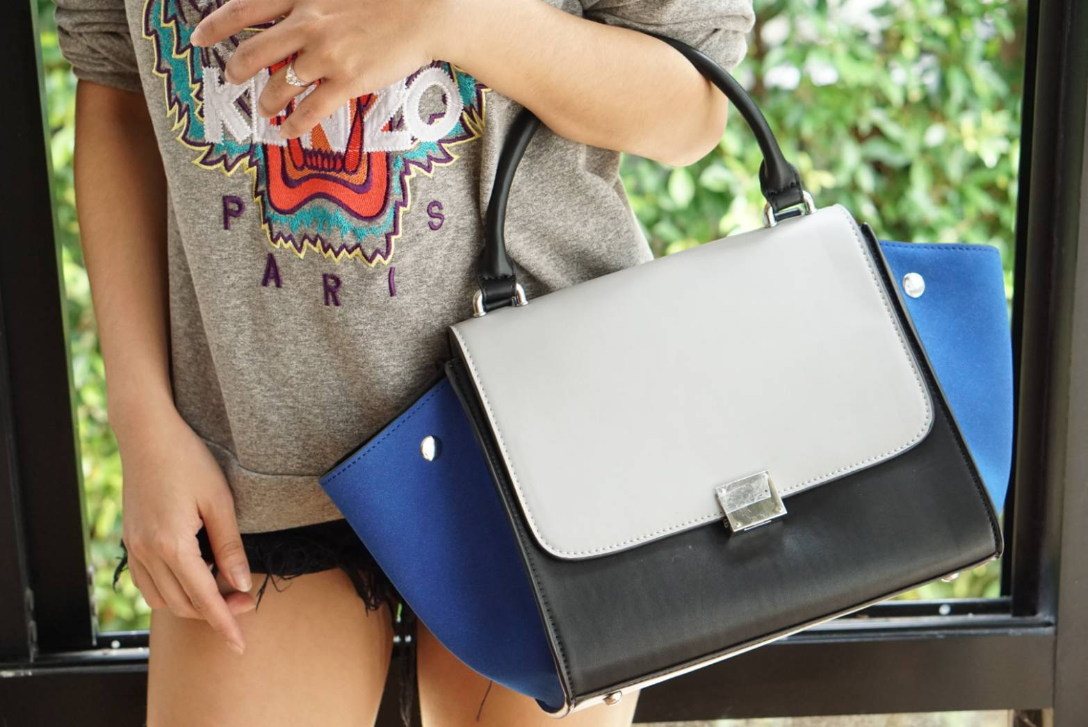 Fashion Outlet Style CL Medium Trapeze White with Blue and Black