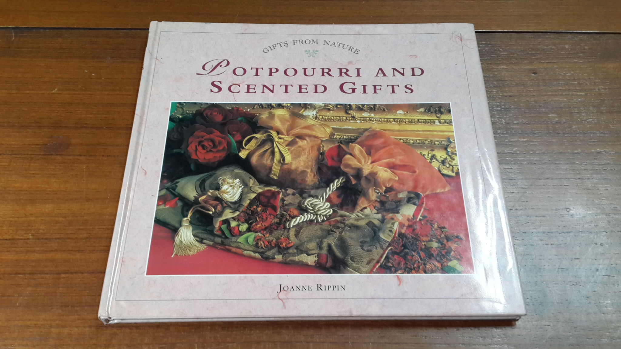 POTPOURRI AND SCENTED GIFTS / JOANNE RIPPIN