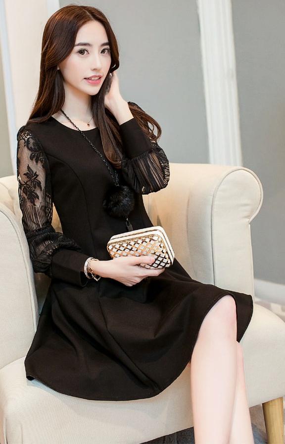 ชุดเดรสสั้นสีดำ แขนลูกไม้ คอกลม กระโปรงบานทรงสวิง สวย น่ารักๆ แฟชั่นสไตล์เกาหลี ราคาถูก