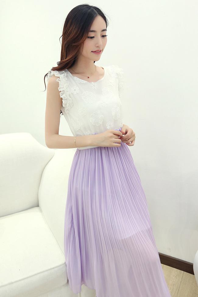 ชุดเดรสยาวแฟชั่นเกาหลี สีม่วง เสื้อสีขาวผ้าแก้วปักลายดอกไม้ แขนกุดแต่งระบาย เอวยืด กระโปรงผ้าชีฟอง