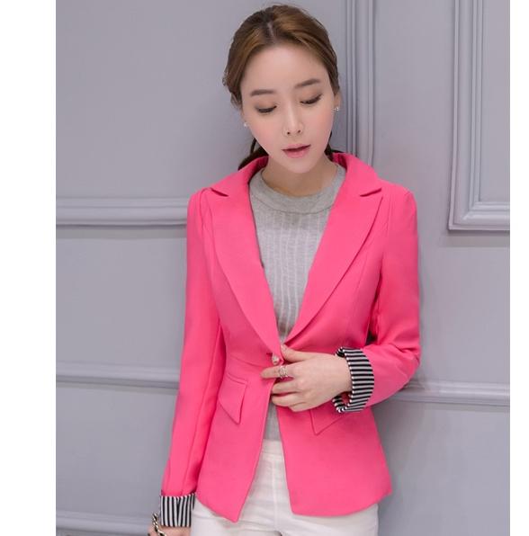 เสื้อสูททำงานผู้หญิงสีชมพู คอปก แขนยาวพับปลายเสื้อลายทางขาวสลับดำ น่ารัก