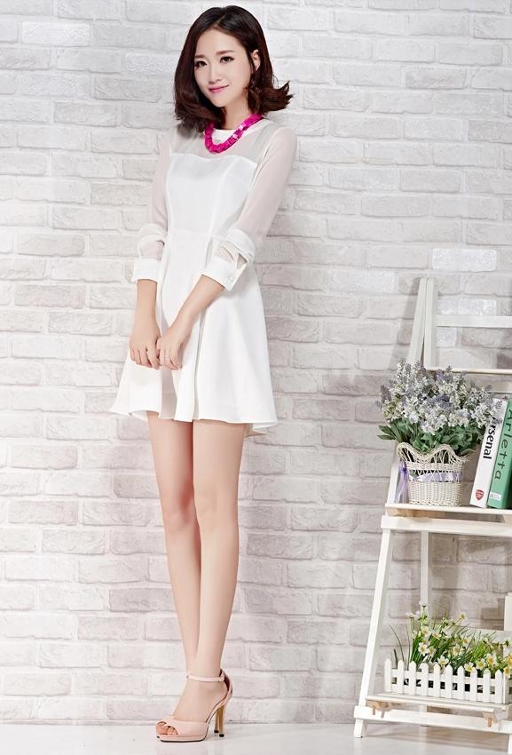 ชุดเดรสสั้นสีขาว แขนยาว ผ้าชีฟอง ลุคเรียบๆ สวยดูดี ราคาถูก