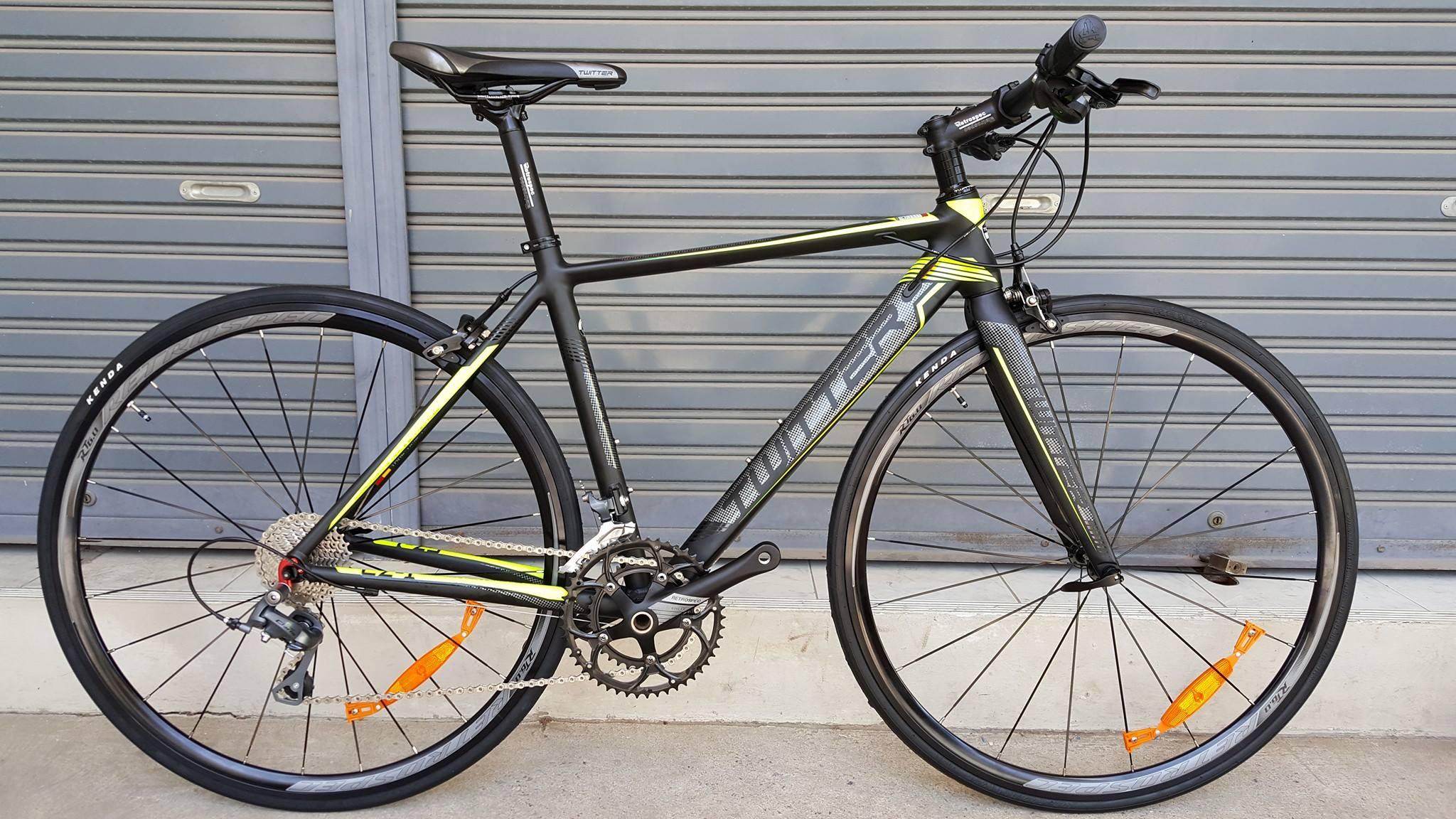 จักรยานไฮบริด (หมอบแฮนด์ตรง) Twitter CZ1 Hybrid เฟรมอลู สีดำเหลืองนีออน ตะเกียบคาร์บอน ชุดขับ Shimano Claris 16 Speed ดุมล้อแบริ่ง กระโหลกกลวง