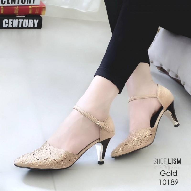 รองเท้าคัทชู ส้นเตี้ย รัดส้น แต่งลายฉลุประดับคลิสตัลสวยหรู สายรัดข้อ ตะขอเกี่ยวปรับได้ หนังนิ่ม ทรงสวย สูงประมาณ 2.5 นิ้ว ใส่สบาย แมทสวยได้ทุกชุด (10189)