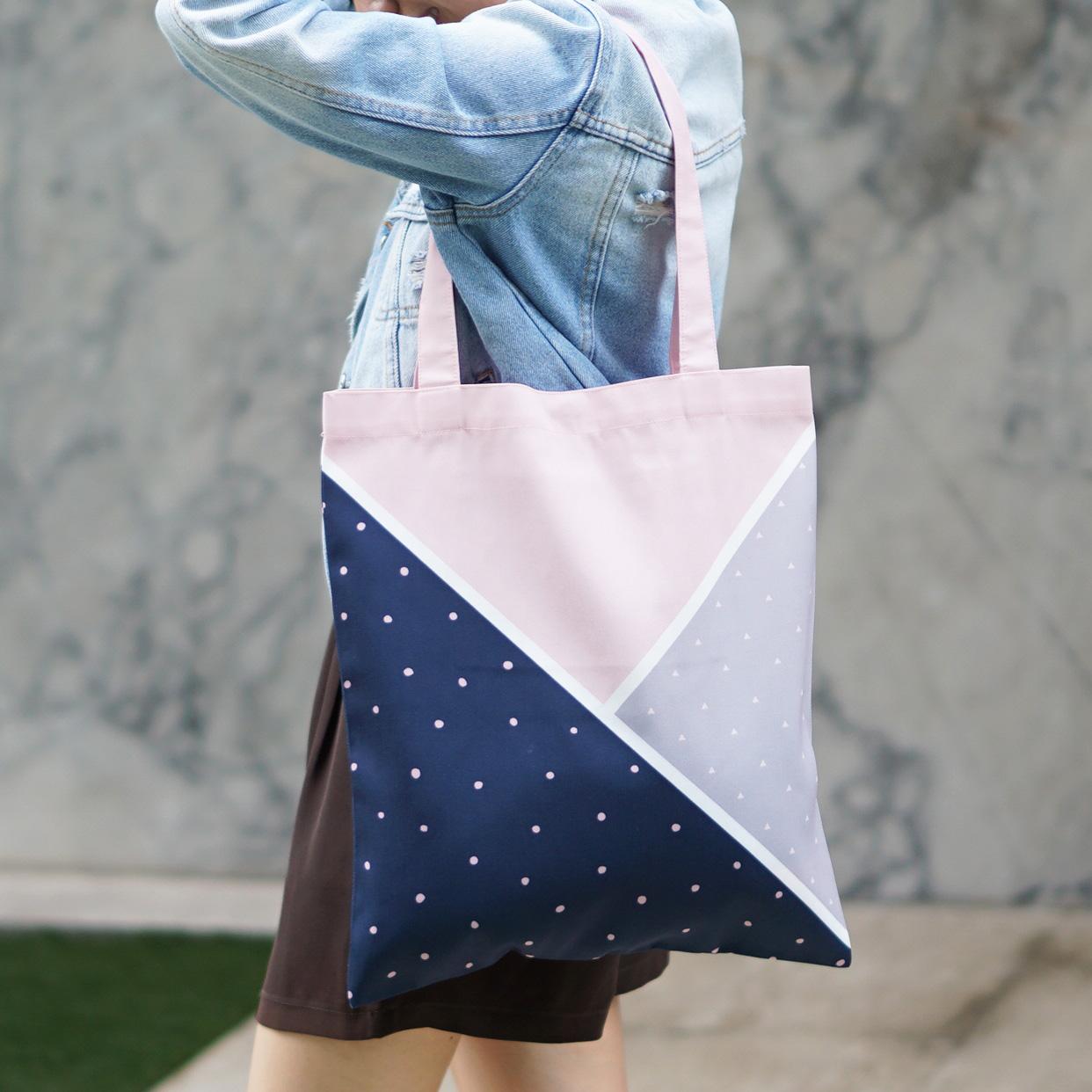 กระเป๋าผ้าแคนวาสพร้อมส่ง ลาย Triangle Pink Grey Navy
