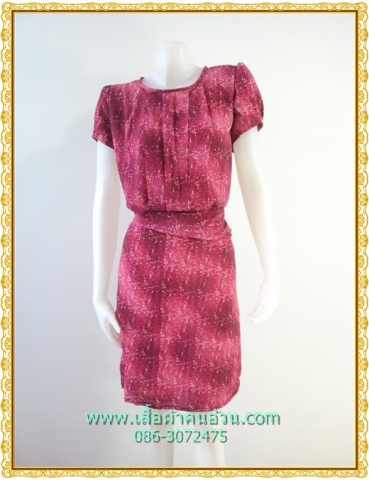1844เสื้อผ้าคนอ้วน เสื้อผ้าแฟชั่นชมพูลายตีเกล็ดหน้าคอกลมแขนคร่อมไหล่แต่งจีบปลายต่อเอวด้วยชิ้นลอยกระโปรงทรงตรงมีซับใน