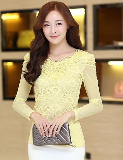 เสื้อลูกไม้สีเหลือง คอกลม แขนยาวเสื้อผ้าซีทรู เนื้อผ้ายืดเข้ารูป