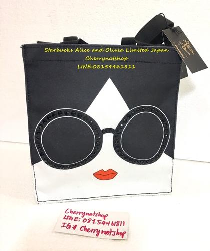 กระเป๋าAlice The Best Seller Starbucks Alice Bag #AliceAndOliviaStarbucksToteBag นังสวยนังเด่นที่แว่นเป็นเอกลักษณ์มากๆค่ะ นังครองใจมหาชน#กระเป๋าAliceแว่นดำlimited ใหม่ แท้ ไร้ตำหนิ ที่สำคัญมีแต่rare item ห้ามพลาดค่ะแนะนำเลยจ้า