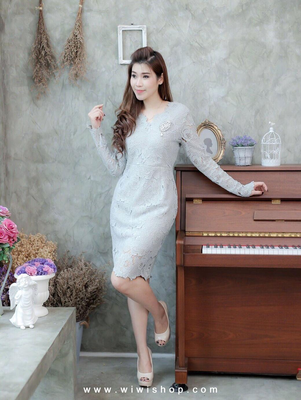 แฟชั่นชุดออกงาน ชุดไปงานแต่งงานสีเทา เดรสสั้นลูกไม้ แขนยาว เข้ารูป แนวเรียบหรู สวยสง่า