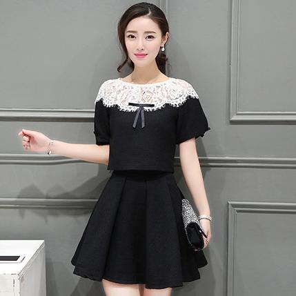 ชุดเสื้อ กระโปรง สีดำ น่ารักๆ เสื้อแขนสั้นไหล่แต่งลูกไม้คู่กับกระโปรงสั้น