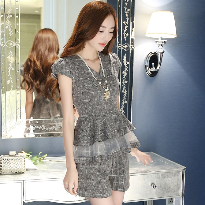 ชุดแฟขั่นเกาหลีสวยๆ set เสื้อและกางเกงสีเทา พร้อมสร้อยคอสุดสวย