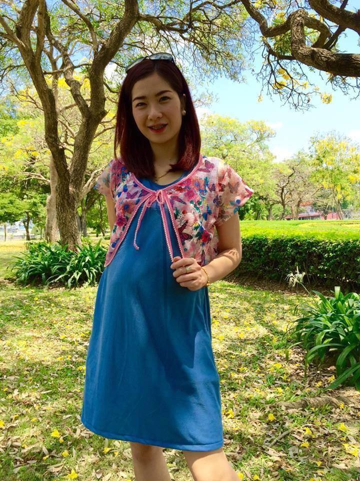 ชุดเซ็ตให้นมคะเสื้อคลุมลายผีเสื้อน่ารักมากๆผ้าลอคอส กระโปรงสีฟ้าเข้มพร้อมเชือกผูกหลัง