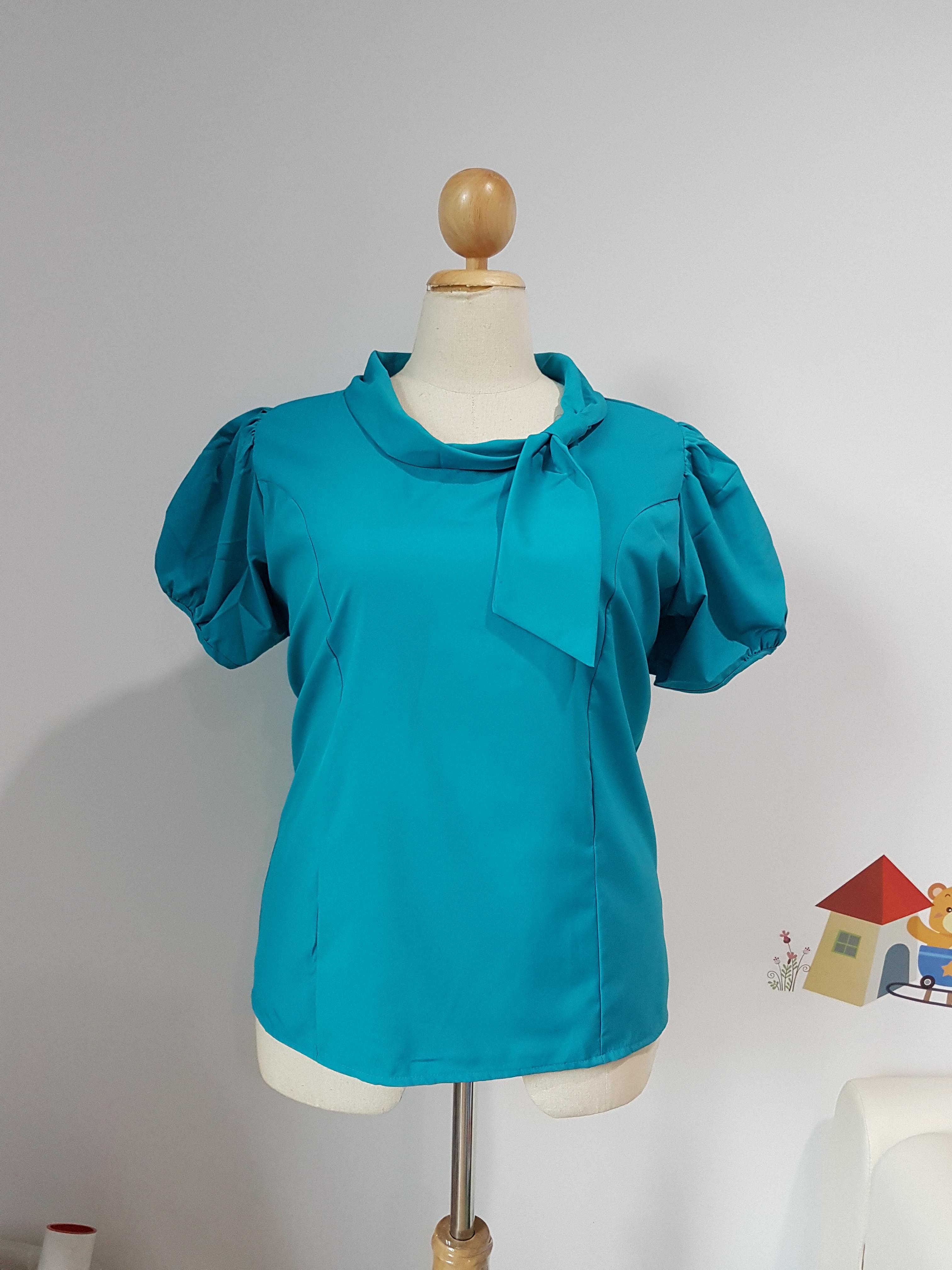 เสื้อ ผ้าไหมอิตาลี คอโบว์ข้างเดี่ยว สีน้ำทะเล ไซส์ XXL อก 48 นิ้ว