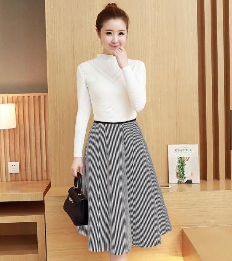 ชุดเซ็ทแฟชั่นเกาหลี เสื้อผ้านิ้ตติ้งสีขาว+กระโปรงผ้าคอตตอนผสม spandex เนื้อหนานุ่ม