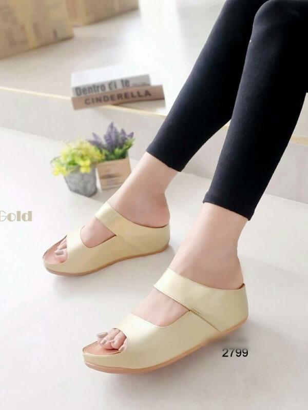 รองเท้าแตะผู้หญิง ทรงสวม สายคาดสองตอน (สีทอง )