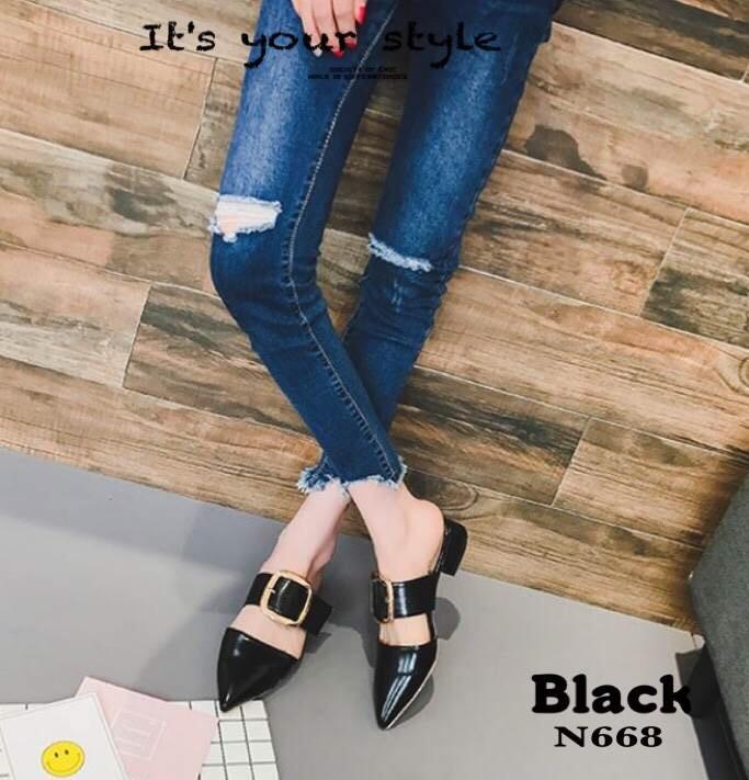 รองเท้าส้นเตี้ยหัวแหลมสีดำ เปิดส้น คาดหัวเข็มขัด (สีดำ )