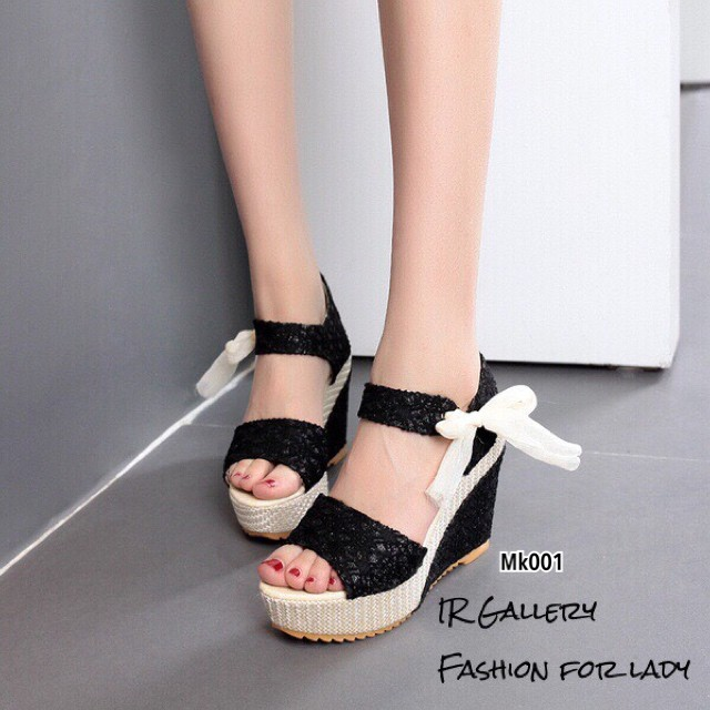 รองเท้าส้นเตารีดรัดส้นสีดำ วัสดุผ้าลายลูกไม้วิ้งๆในตัว (สีดำ )