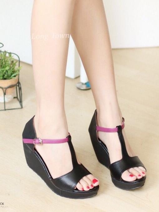 รองเท้าส้นเตารีดแบบรัดข้อ ทรงเก็บหน้าเท้า แต่งทูโทน (สีดำ )