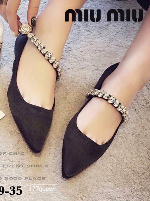 รองเท้าคัทชูส้นแบนหัวแหลมสีดำ ผ้าซาติน สไตล์แบรนด์ MIU MIU (สีดำ )
