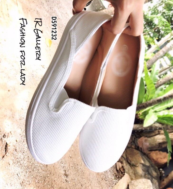รองเท้าผ้าใบไร้เชือกสีขาว ผ้าลูกฟูก ดีไซน์สีพื้นสุดคลาสสิค (สีขาว )