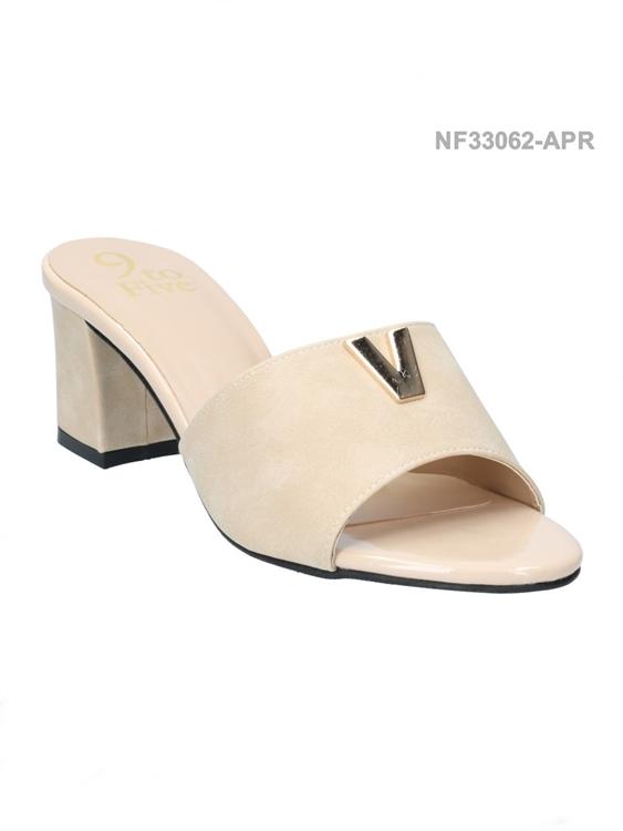 รองเท้าแตะ ทรงสวม แต่งโลโกV (สีแอปปริคอท )