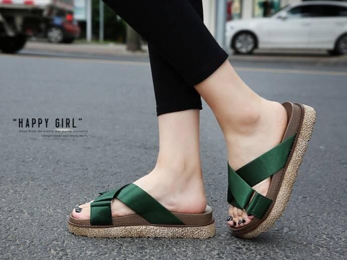 รองเท้าแตะเพื่อสุขภาพสีเขียว สายคาผ้าซาติน พื้นยางนิ่ม (สีเขียว )