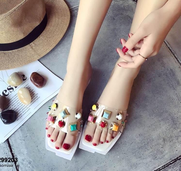 รองเท้าแตะแฟชั่นสีขาว สายคาดพลาสติกใส ไม่บาดเท้า (สีขาว )