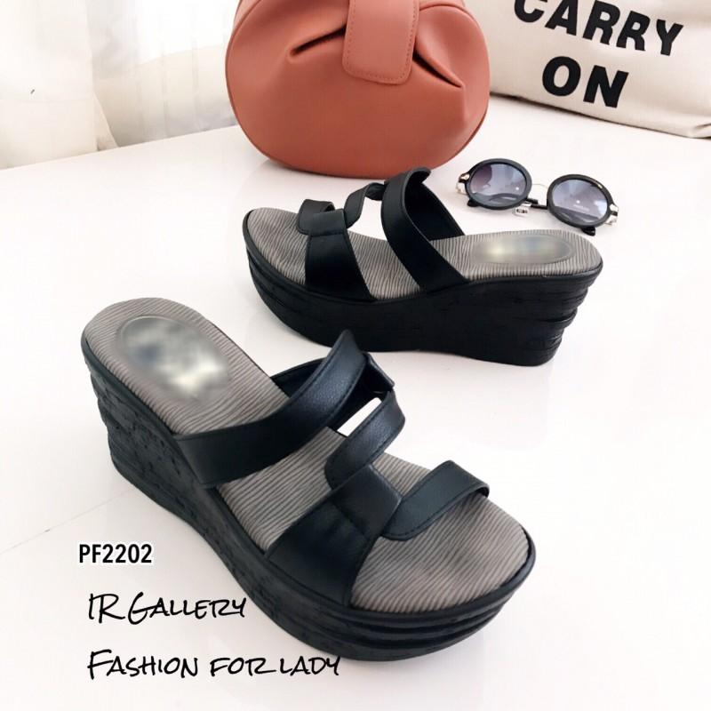 รองเท้าส้นเตารีดแบบสวมสีดำ เปิดส้น ดีเทลซิกแซก (สีดำ )