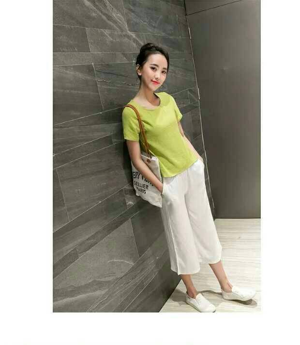 Fashion import แฟชั่นนำเข้า Detail : set เสื้อ+กางเกง เสื้อป่านทอลายพริ้วใส่สบายสีเขียว กางเกงผ้าป่านทอลายสีขาว มีกระเป๋า สม็อครอบเอว งานป้าย เหมือนแบบ คุณภาพดี