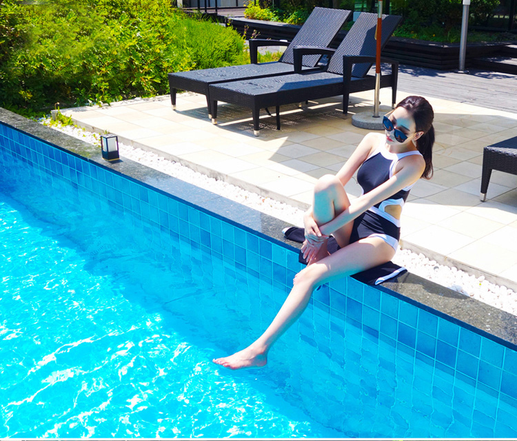 ชุดว่ายน้ำสีน้ำเงินแถบขาวพร้อส่ง
