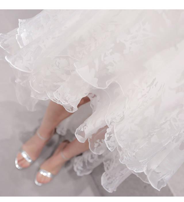 ชุดเดรสลูกไม้สีขาวกระโปรงยาว