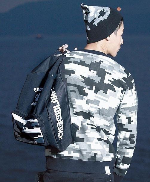 กระเป๋า Chocoolate x AAPE by A Bathing Ape Digital Camo Backpack