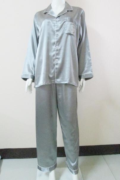 ชุดนอน(ช)กางเกงขายาวแขนยาว ผ้าซาติน เกรด เอ สีเทาเงิน คอปก ขนาดไซส์ XL